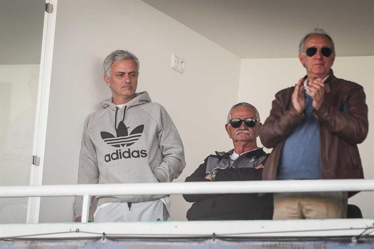 """Mourinho: """"Vocês falam de Cristiano e Messi, eu falo da Juve e do Barcelona"""""""