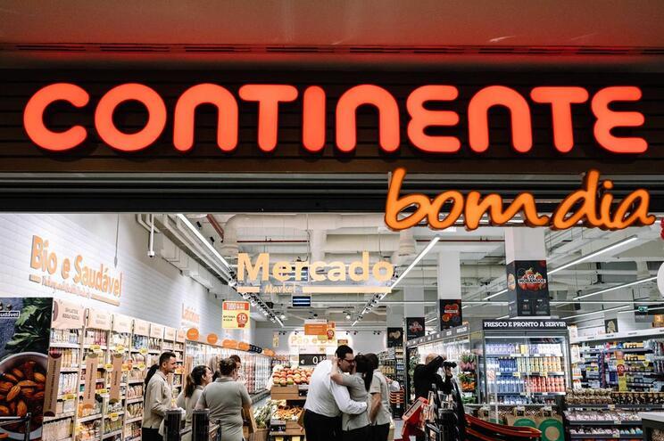 Trabalhadores dos supermercados e armazéns do Continente em greve