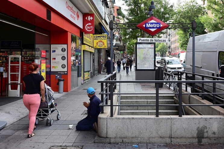 O Governo regional de Madrid alargou a amplitude do confinamento parcial em prática na capital espanhola