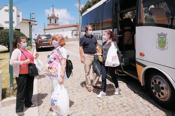 Em Guilhabreu, a Junta assegurou o serviço com o seu autocarro