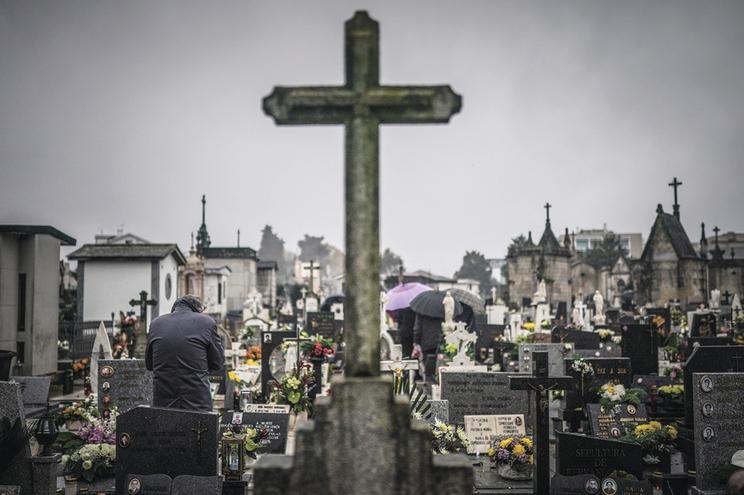 Suspeito é acusado de se apropriar de receitas de serviços prestados no cemitério onde trabalhou, num