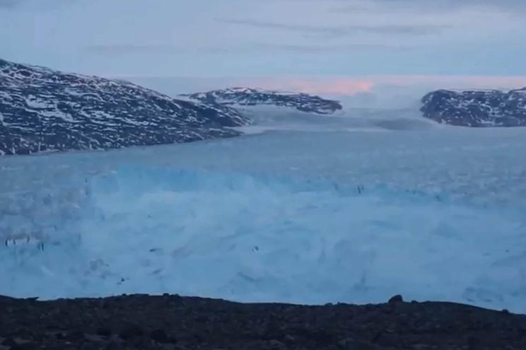 Icebergue soltou-se de glaciar