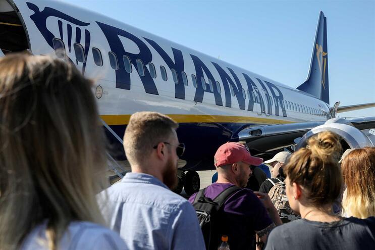 """Ryanair diz que apareceram """"mais funcionários"""" do que o necessário"""