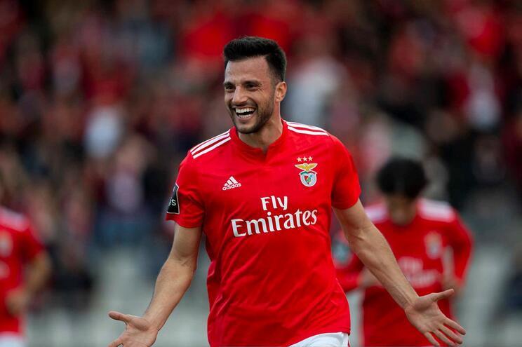 Benfica renova com Samaris