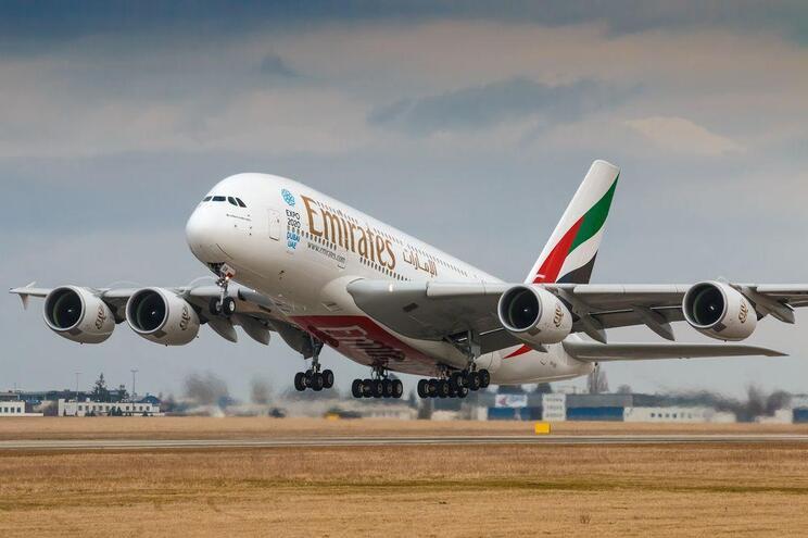 A maior companhia aérea do Médio Oriente, que opera habitualmente em 159 destinos, suprimiu 111 rotas