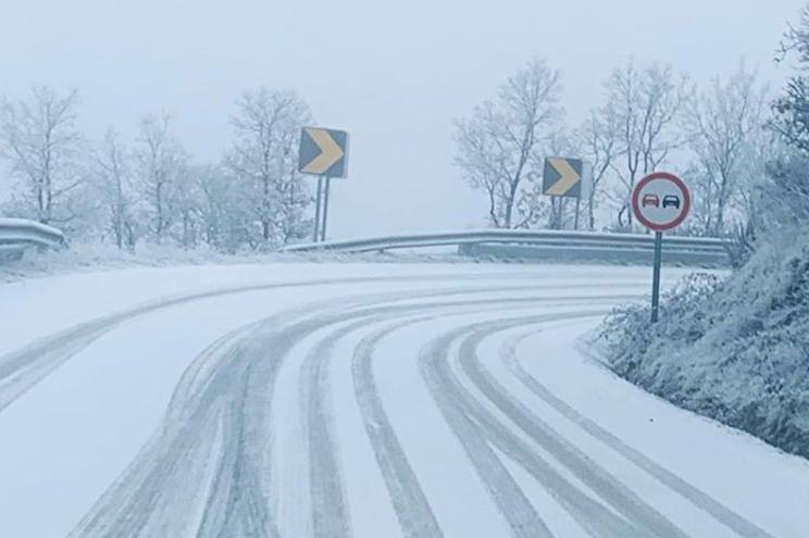 Gelo na estrada esta manhã