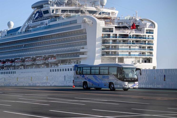 Tripulante faz parte do grupo de cinco portugueses que trabalham no navio acostado no porto japonês de