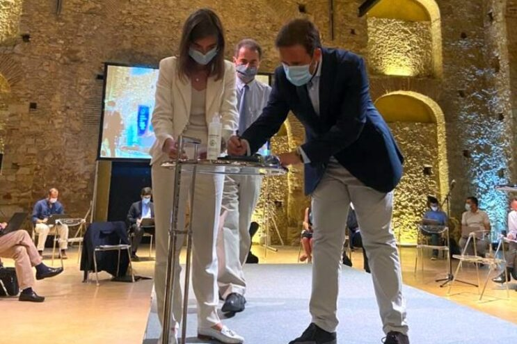 A presidente da Agência Espacial Portuguesa, Chiara Manfletti, e o presidente do município de Ponte de