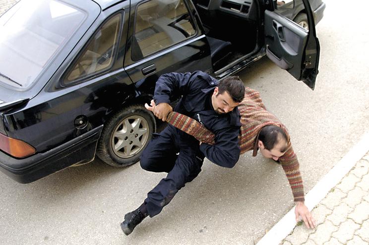 Pescoço é zona vermelha quando polícia usa a força
