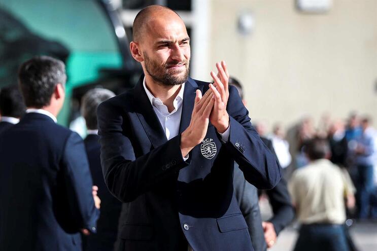 """Eintracht garante chegada de Bas Dost e diz que negociações com Sporting """"nunca são fáceis"""""""