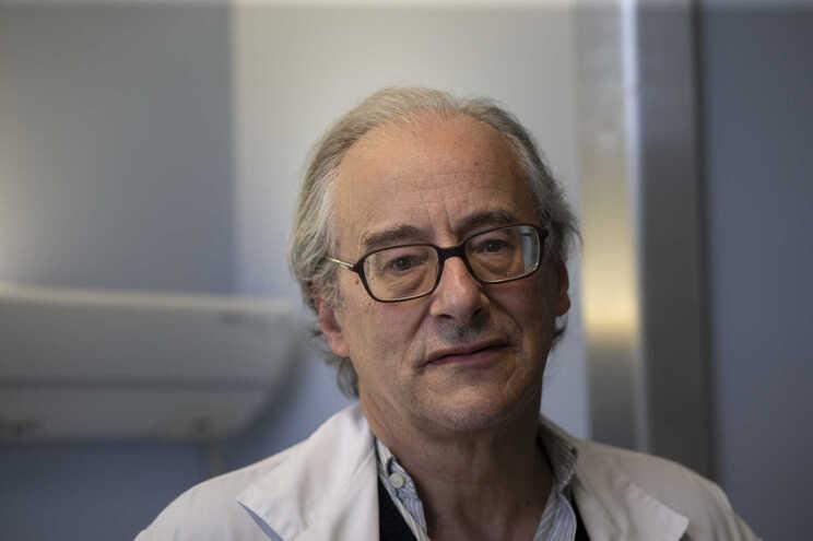 António Sarmento, diretor do Serviço de Doenças Infeciosas do Hospital de São João