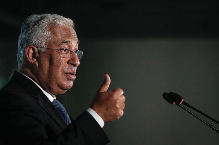 O primeiro-ministro, António Costa, discursa durante a visita ao Instituto da Segurança Social, em Lisboa