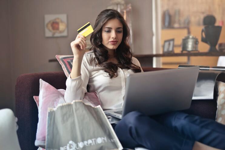 Compras online: como evitar problemas no sapatinho