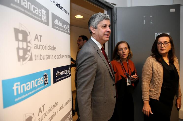 Ministro Mário Centeno com Helena Borges (à direita), diretora-geral do Fisco