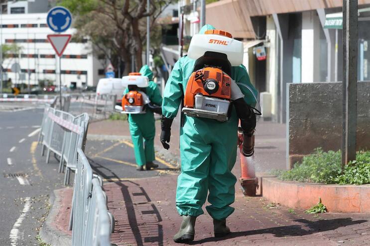Ação de limpeza e desinfecção no bairro social Nova Cidade