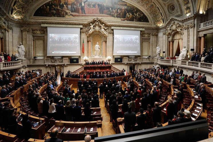 Parte da bancada do PSD ausente  de cerimónia do 25 de Abril