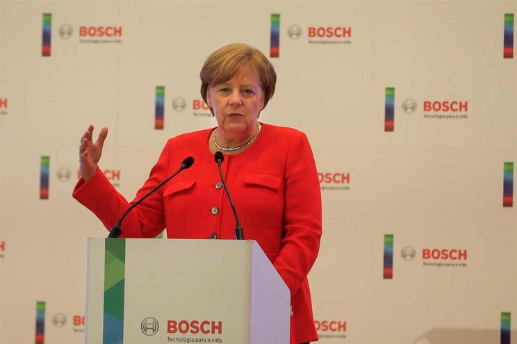 Dados pessoais de políticos alemães, incluindo Merkel, divulgados na Internet