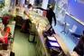 Gangue armado rouba dois estabelecimentos em 15 minutos
