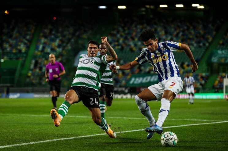 O espanhol Pedro Porro, do Sporting, e o colombiano Luis Díaz, do F. C. Porto