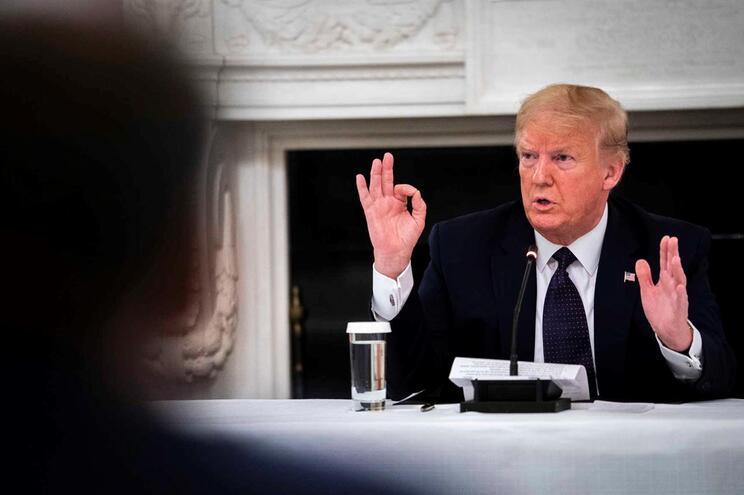 Trump ameaça acabar com contribuição para OMS e sair da organização