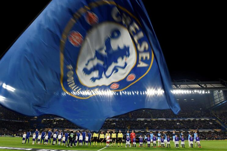 Chelsea impedido de inscrever jogadores até à época 2020/21