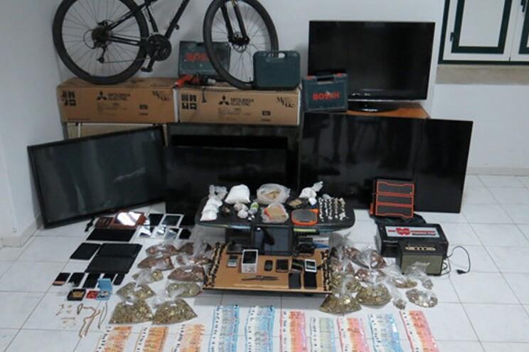 Material apreendida pela GNR durante buscas domiciliárias e a um café