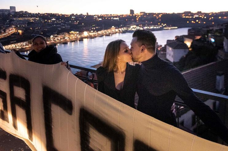 Marisa Lopes e Humberto Gonçalves estão noivos. Fazem parte da minoria que pretende casar em Portugal  (André