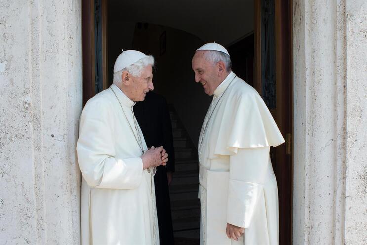 Bento XVI e Francisco têm visões opostas sobre o futuro da Igreja