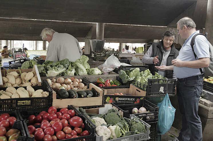 Porto autoriza reabertura de feiras e mercados alimentares a 1 de junho