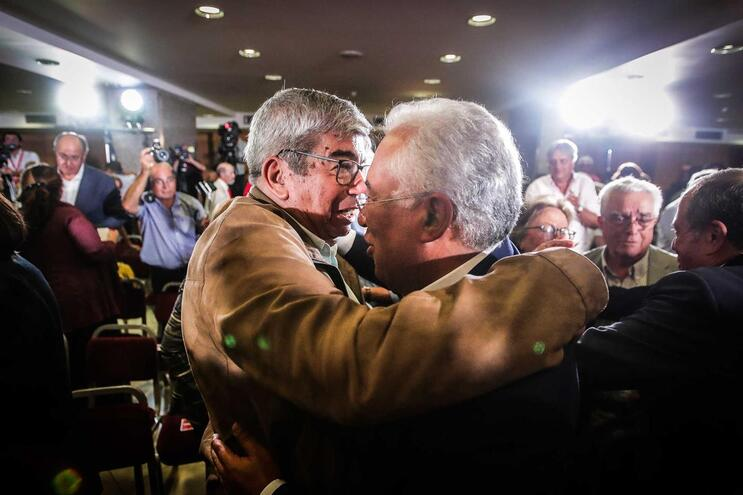 PS aprova quinta-feira recandidatura de Ferro à presidência da AR