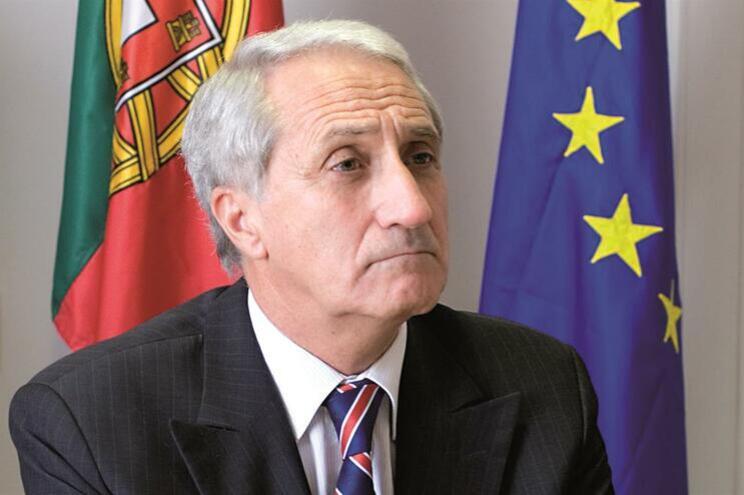 Presidente da Proteção Civil nega envolvimento no caso das golas antifumo