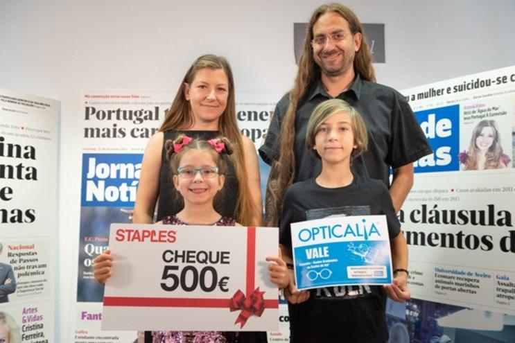 Elvira Gillig com o irmão Henrique, de 9 anos, e a mãe Ana Rosa e o pai Carlos Gillig