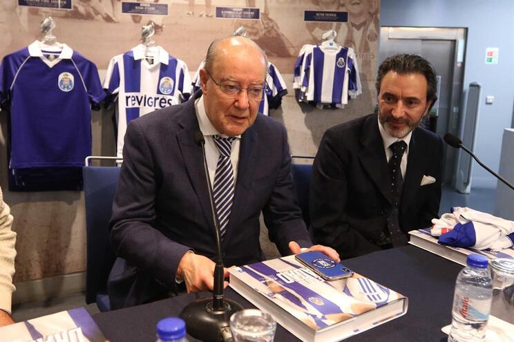 """Pinto da Costa: """"Tenho 189 camisolas, uma delas do Benfica"""""""