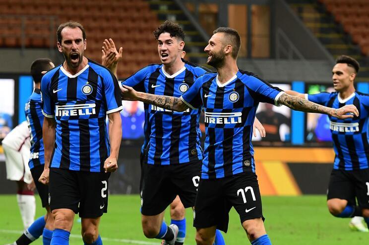 Inter consegue reviravolta e iguala Lazio no segundo lugar