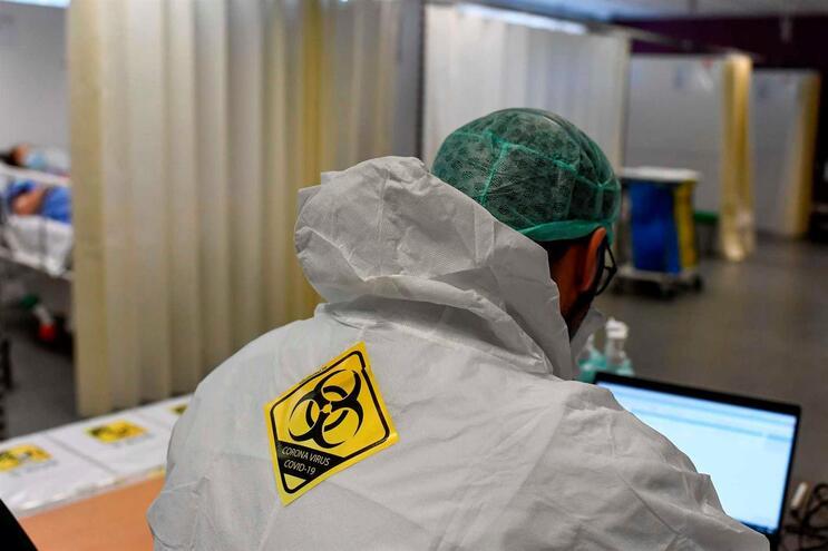 Nas últimas 24 horas foram reportadas mais 1045 infeções confirmadas por testes de laboratório
