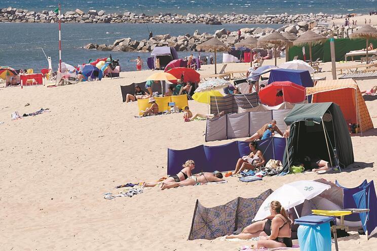 Época balnear prolongada nas praias costeiras de Espinho até Caminha