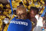 Migrantes resgatados à deriva num bote no Mediterrâneo