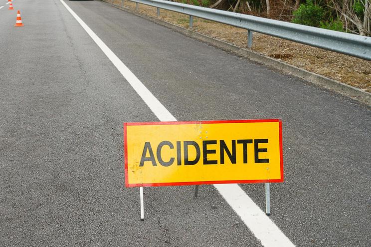 Um morto e dois feridos em acidente na A1 em Vila Nova de Gaia