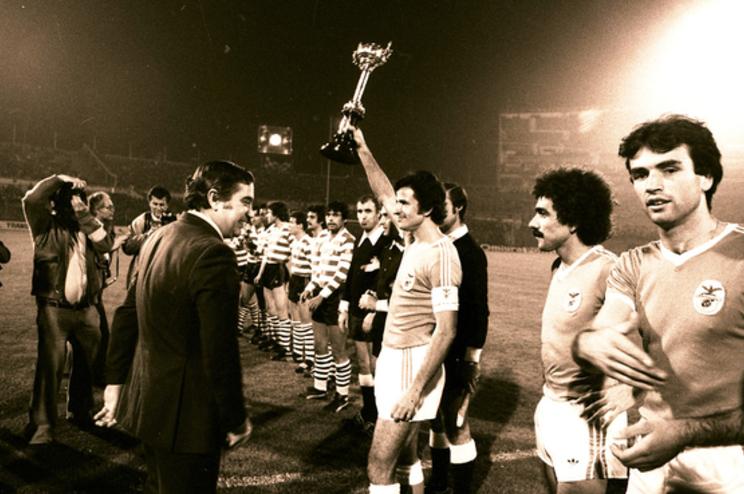 Frederico, primeiro à direita, foi jogador do Benfica