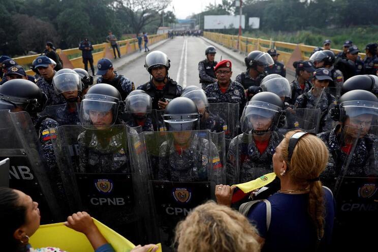 Quatro soldados da Guarda Nacional desertaram para a Colômbia
