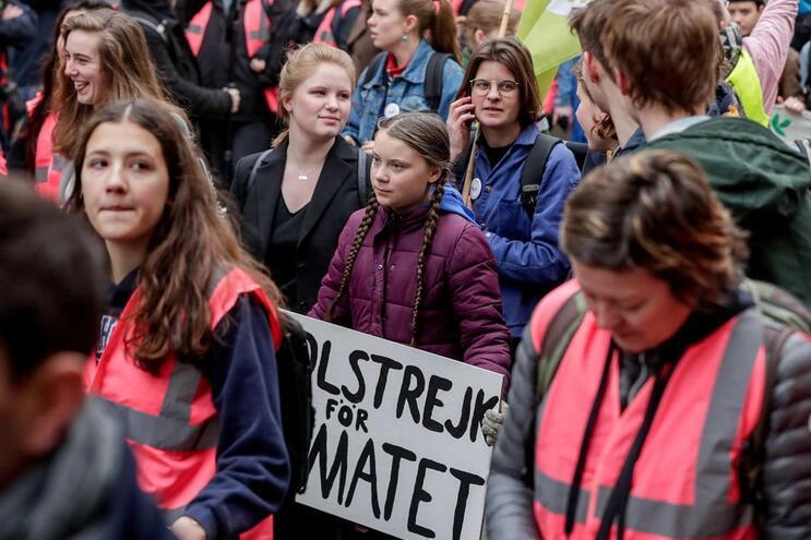 Mais de mil estudantes belgas faltam às aulas para se manifestarem pelo clima