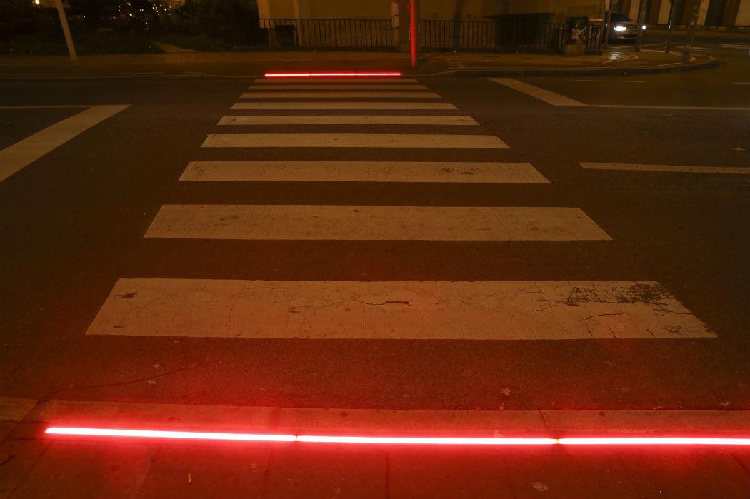 Amadora foi a primeira cidade portuguesa a instalar semáforos luminosos no chão, para prevenir distrações