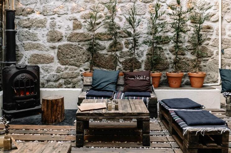 6 esplanadas cobertas no Porto perfeitas para os dias de chuva