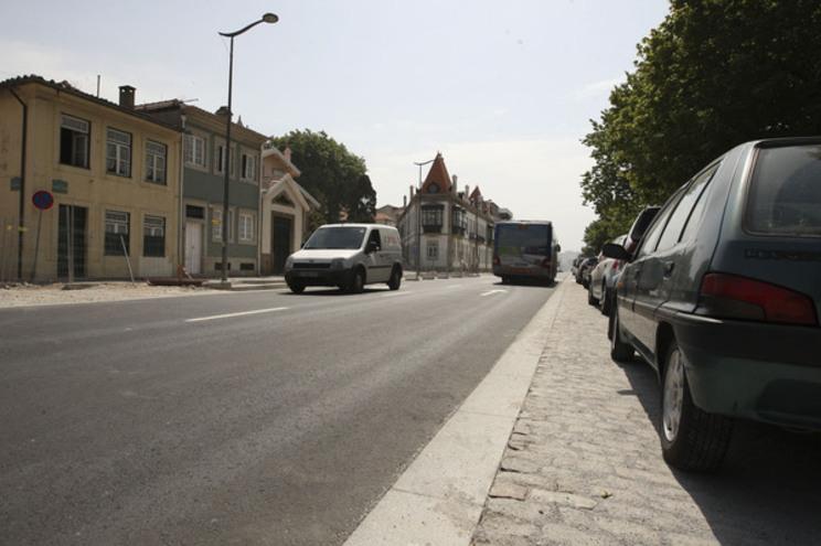 Estacionamento na Rua do Passeio Alegre, no Porto
