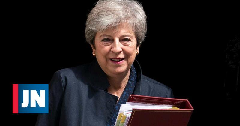Theresa May confirma que vai manter-se como deputada após abandonar governo