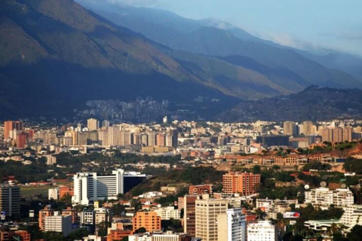 Pelos menos 12 das 24 regiões da Venezuela estão novamente às escuras