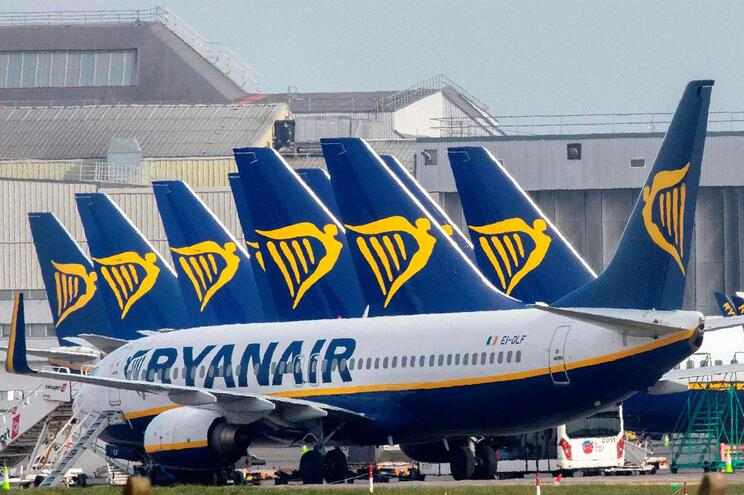 Ryanair não retoma voos se tiver de deixar lugares vazios para manter distâncias