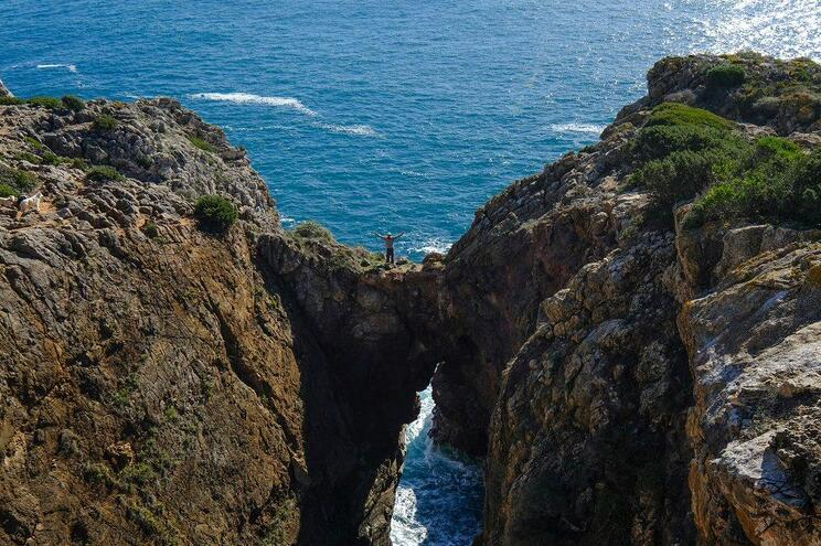 8 percursos pedestres em maravilhas naturais perto de Lisboa