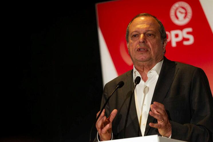 Carlos César