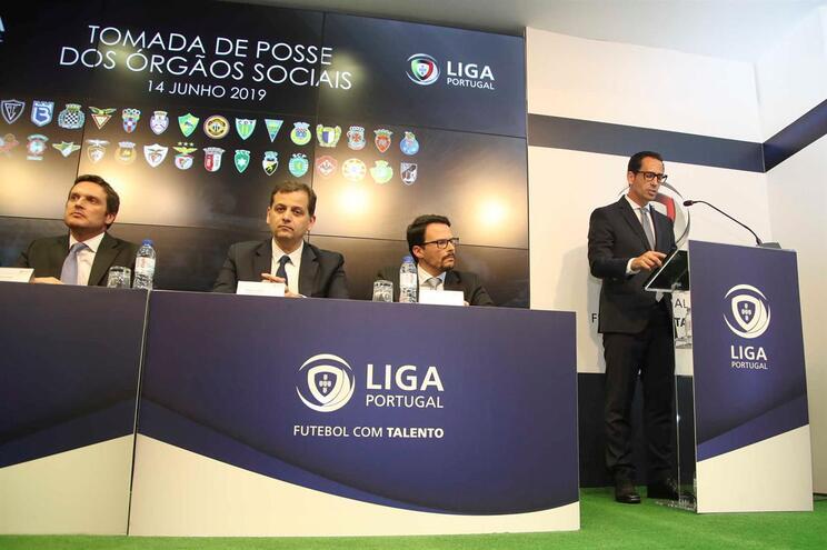 Liga quer evitar aglomerações junto de estádios nos jogos à porta fechada
